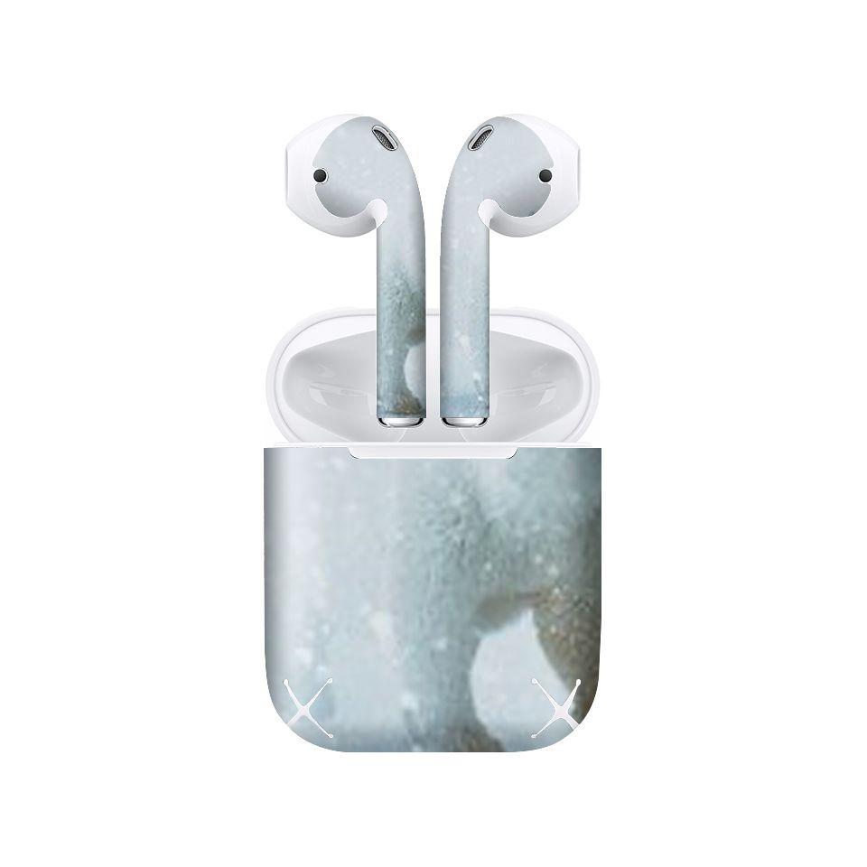 Miếng dán skin chống bẩn cho tai nghe AirPods in hình gấu trắng - GSM042 (bản không dây 1 và 2)