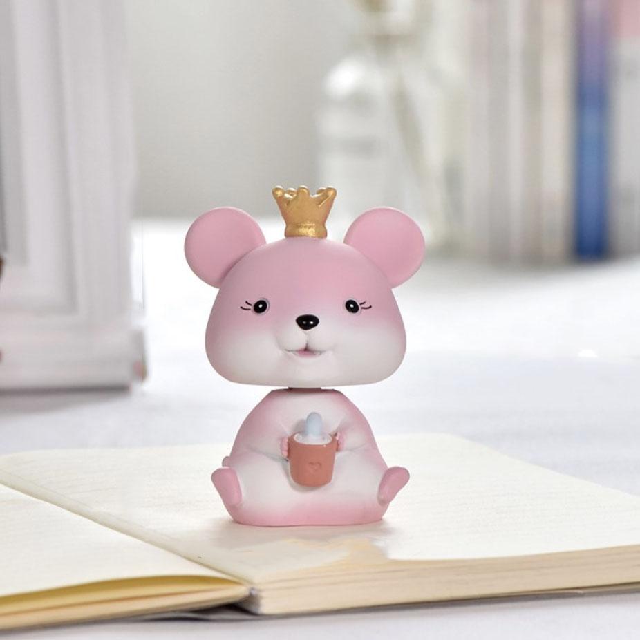 Tượng trang trí Chú chuột đội vương miện ôm chậu cây 8,5x6,1cm màu hồng