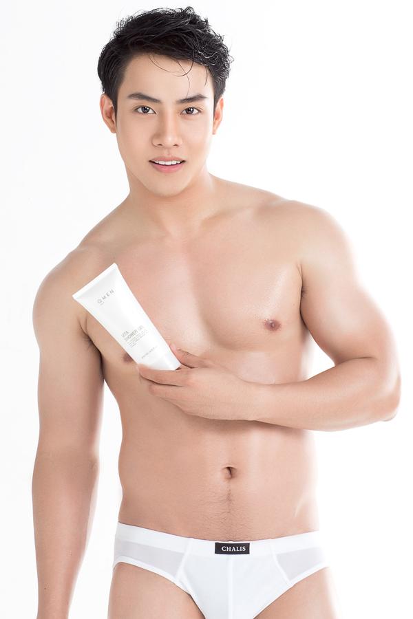 Sữa Tắm Dưỡng Trắng Sáng Da Vita Shower Gel QMEN