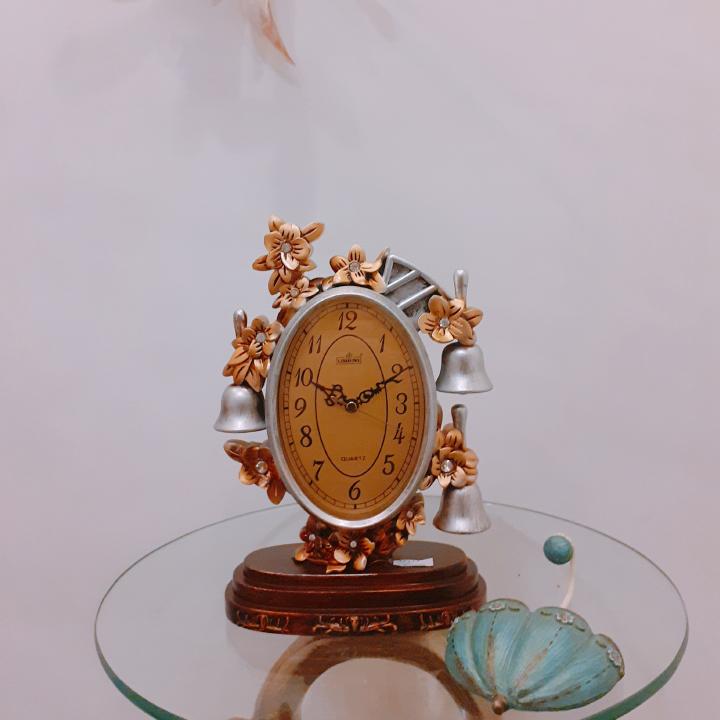 Đồng hồ để bàn 052