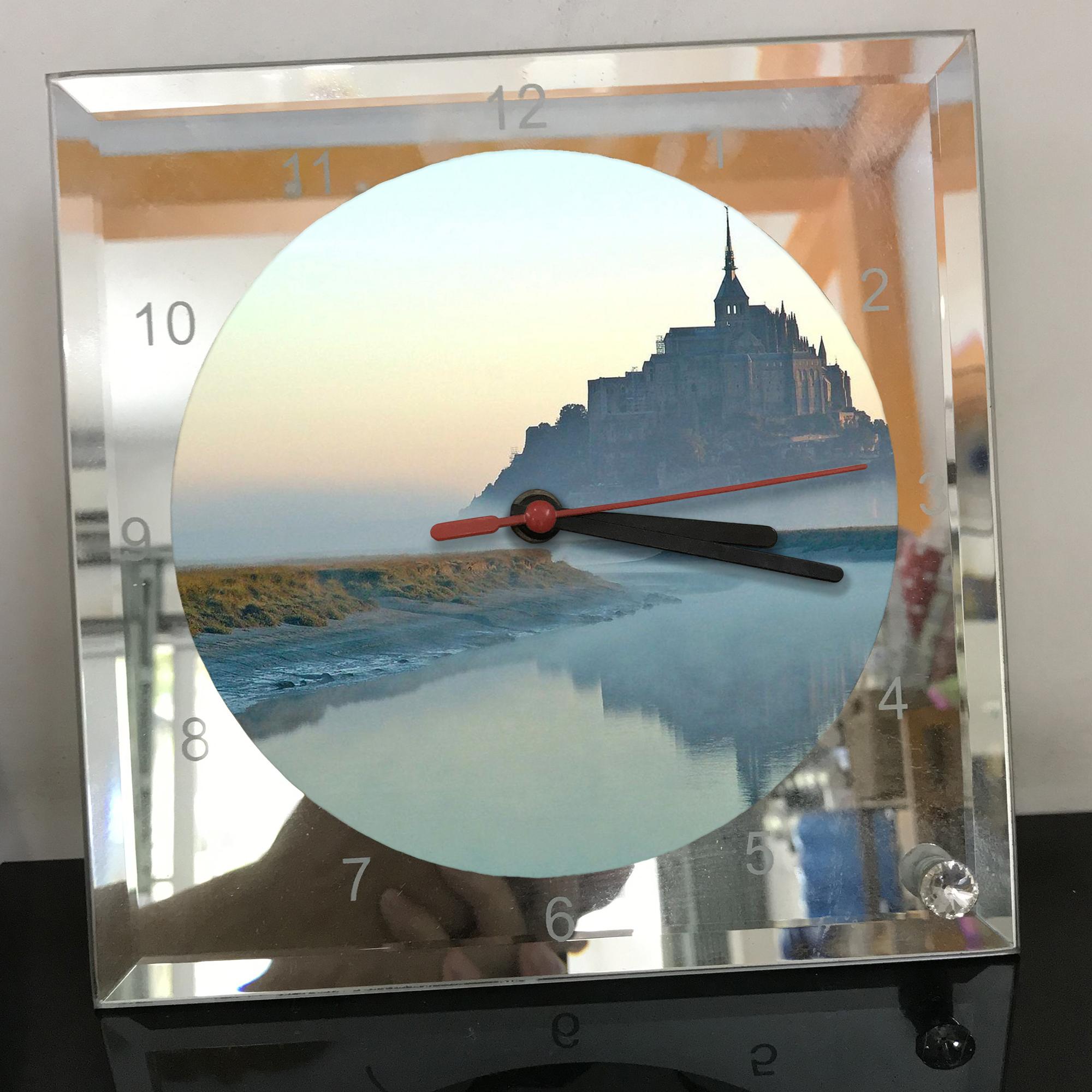 Đồng hồ thủy tinh vuông 20x20 in hình tu viện Mont Saint-Michel (20) . Đồng hồ thủy tinh để bàn trang trí đẹp chủ đề tôn giáo