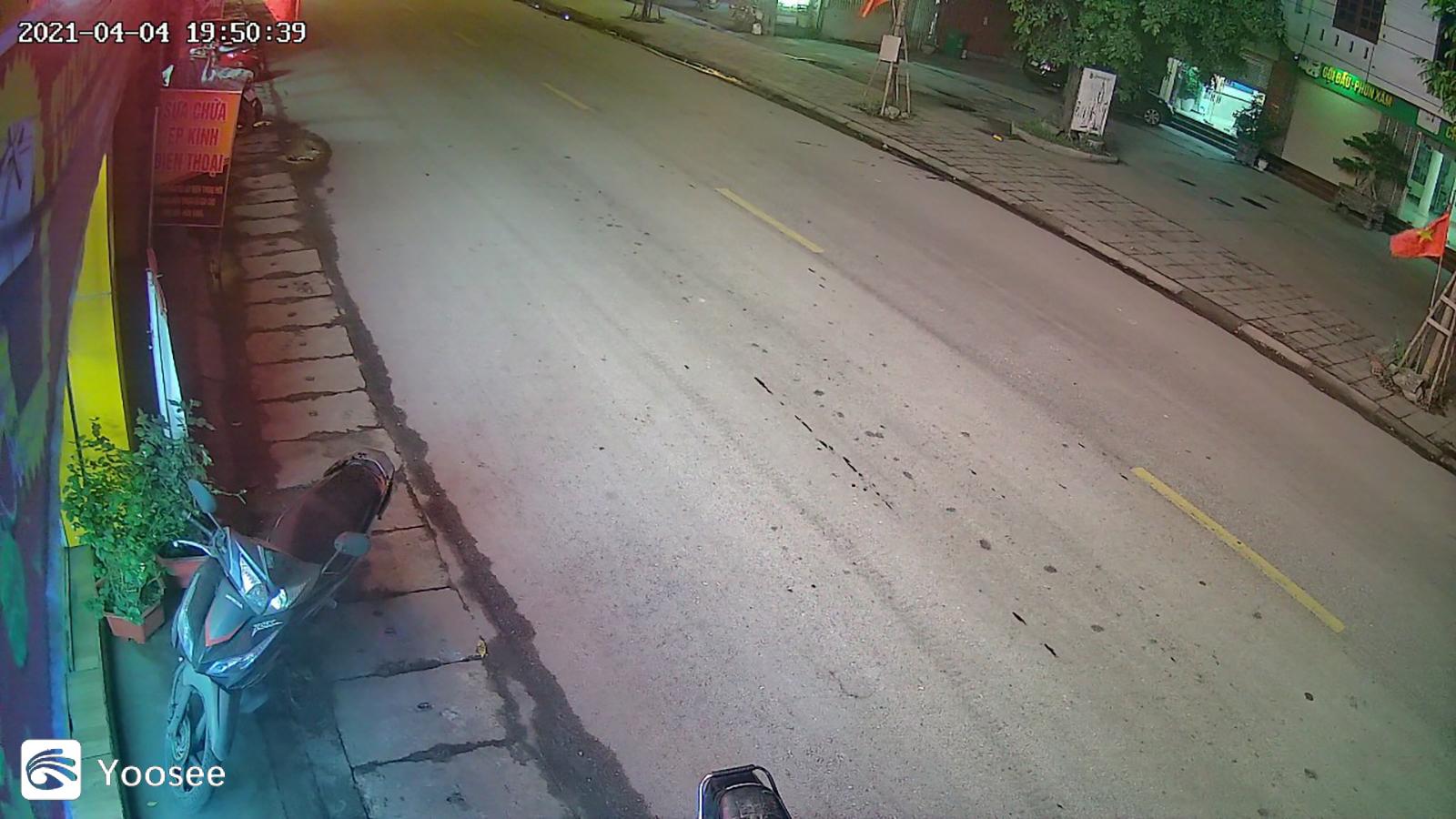 Camera wifi yoosee ngoài trời 20 LED 4 râu thân xoay Full HD 1080P Quay đêm có màu, Chống Nước đàm thoại 2 chiều , App ngôn ngữ tiếng Việt - Hàng Nhập Khẩu
