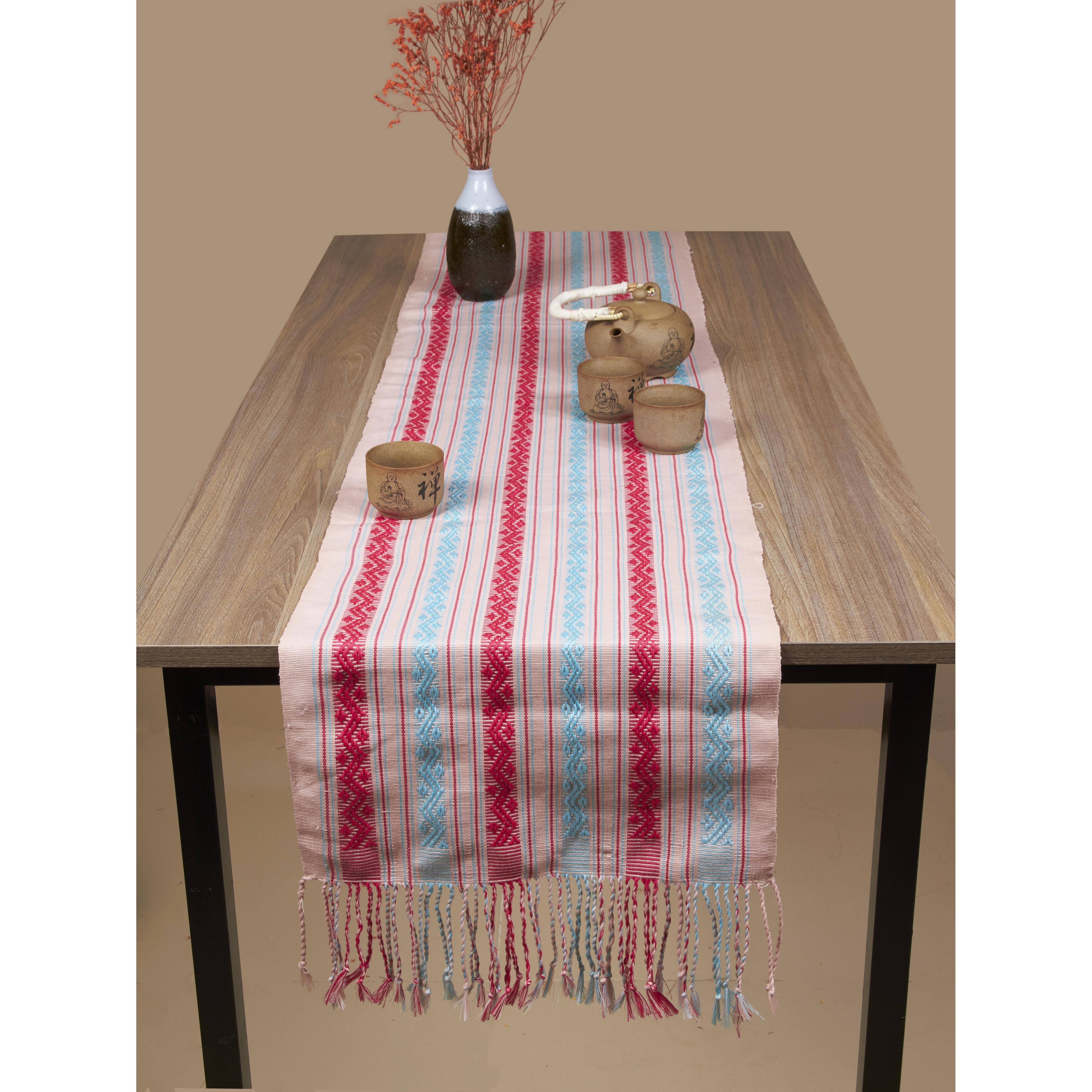 khăn trải bàn decor nền hồng phấn pastel có họa tiết   zig zag như những sợi dây leo