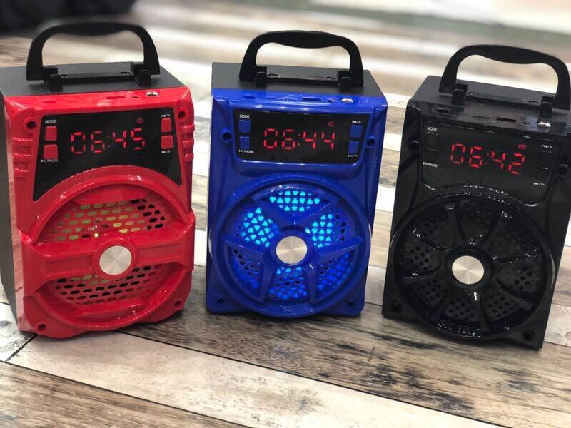 Loa Karaoke Bluetooth Xách Tay P131/P132 tặng kèm mic