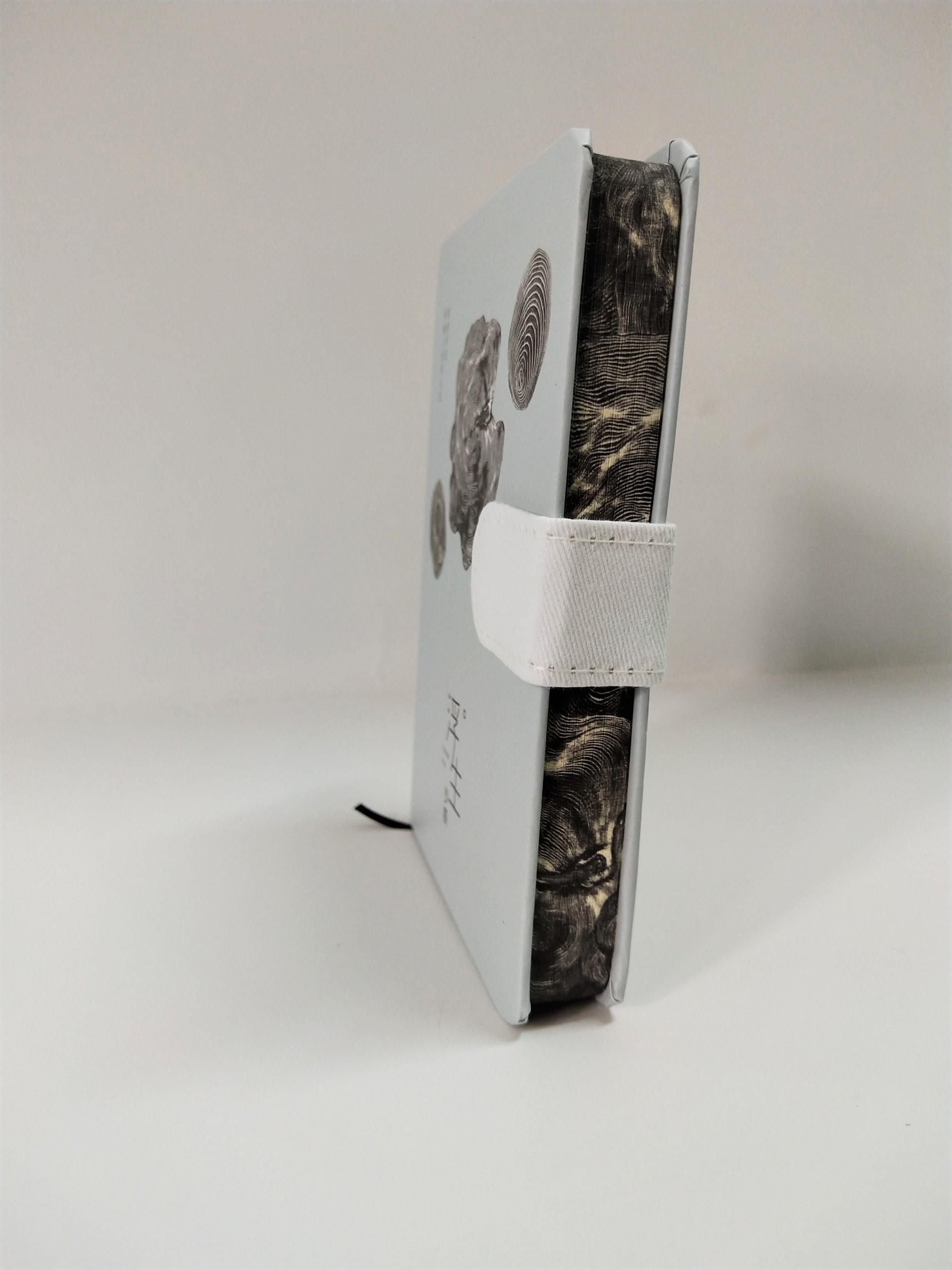 Sổ Bìa Cứng Nút Gài Annual Ring ( Mẫu Ngẫu Nhiên )