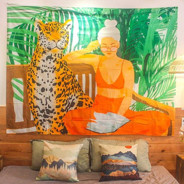 Tấm decor treo tường cô gái áo cam