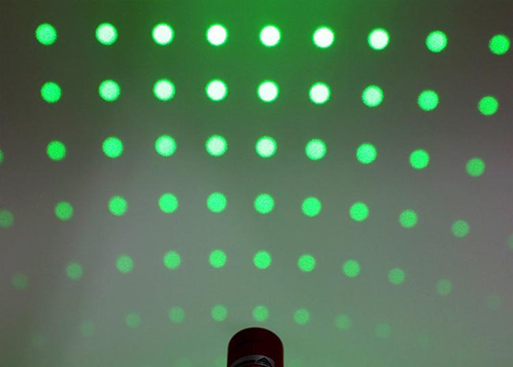 Đèn Lazer 303 Ánh Sáng Đỏ Lớn Tiện Lợi
