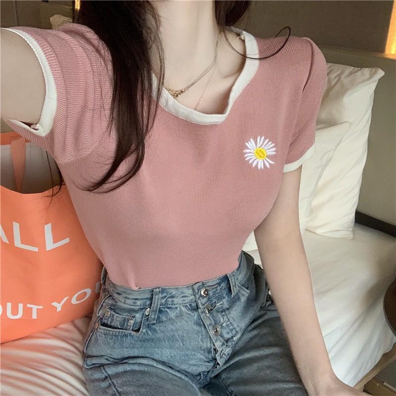 Áo thun nữ tay ngắn dáng ôm thêu hình hoa cúc AT01