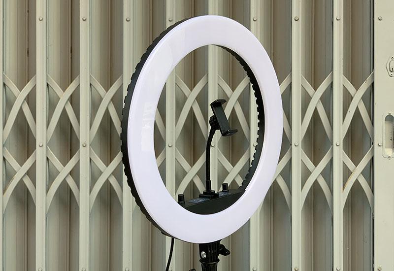 Đèn livestream 45Cm HQ-18, Đèn Led Trợ Sáng, Chiếu Sáng Studio, Makeup, Quay Phim , Chụp Ảnh, Livetream, Selfie, Xăm nghệ thuật - 1 kẹp điện thoại - Chân tripod 2m1- 3 chế độ sáng - Hàng nhập khẩu