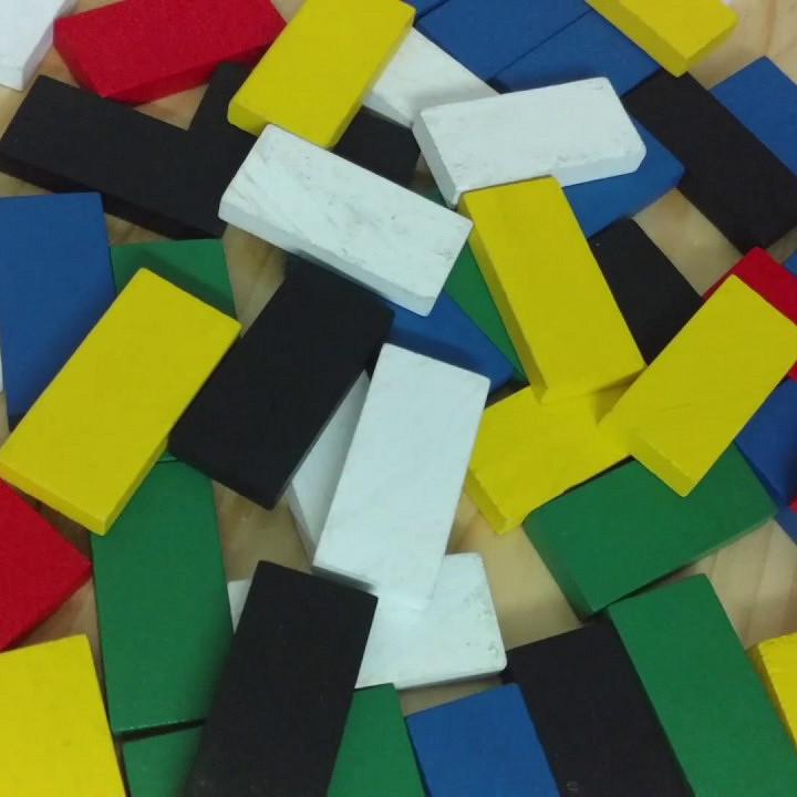 Domino gỗ màu