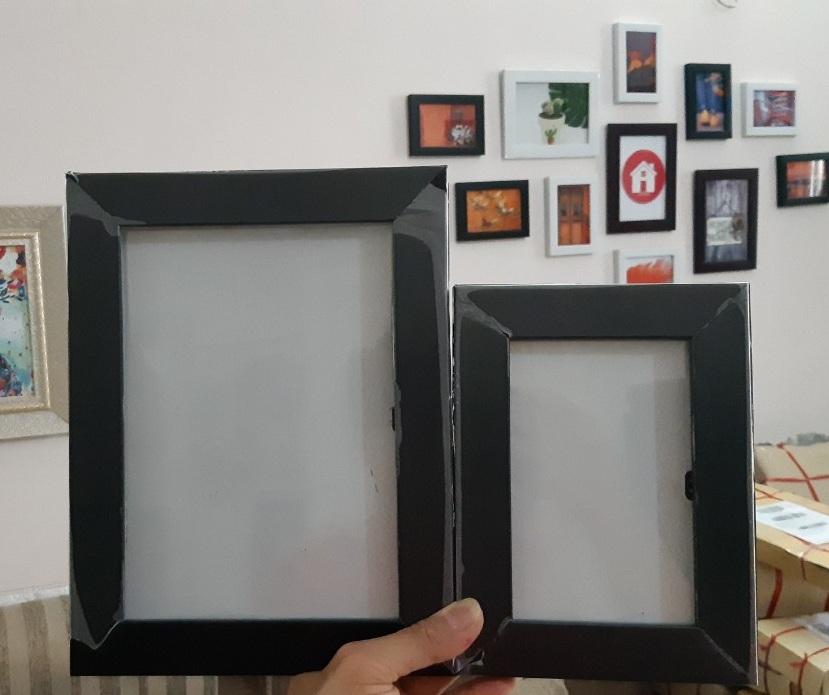 Bộ 11 khung ảnh treo tường màu đen