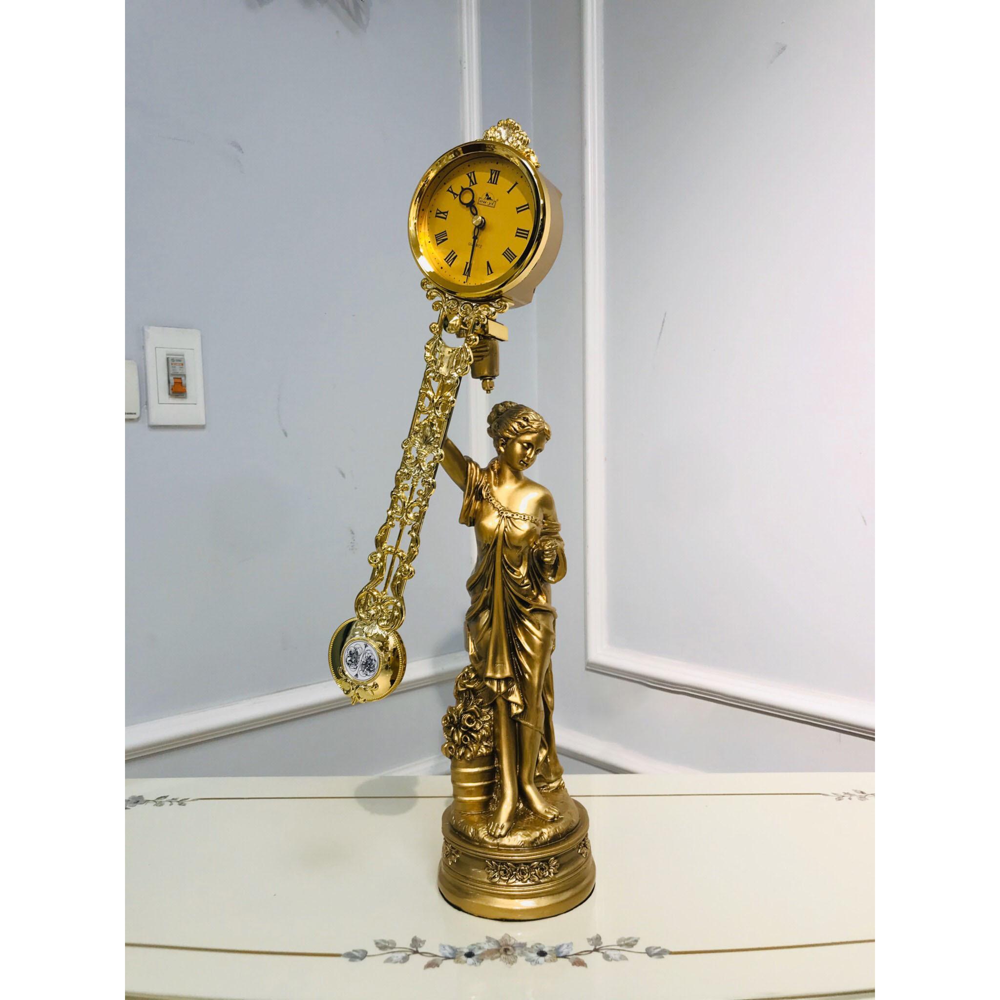 Đồng hồ quả lắc để bàn DH100thieunu - Đồng hồ để bàn cổ điển đẹp sang trọng kích thước  15 x 15 x 60 cm để kệ tủ trang trí phòng khách nhà ở.