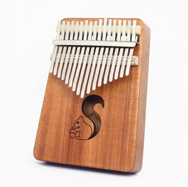 Đàn Kalimba 17 Phím gỗ mahogany M-17 Sóc cute ( Tặng Túi nhung bảo vệ, Búa chỉnh âm, Sticker dán note, Khăn lau, stick màu)