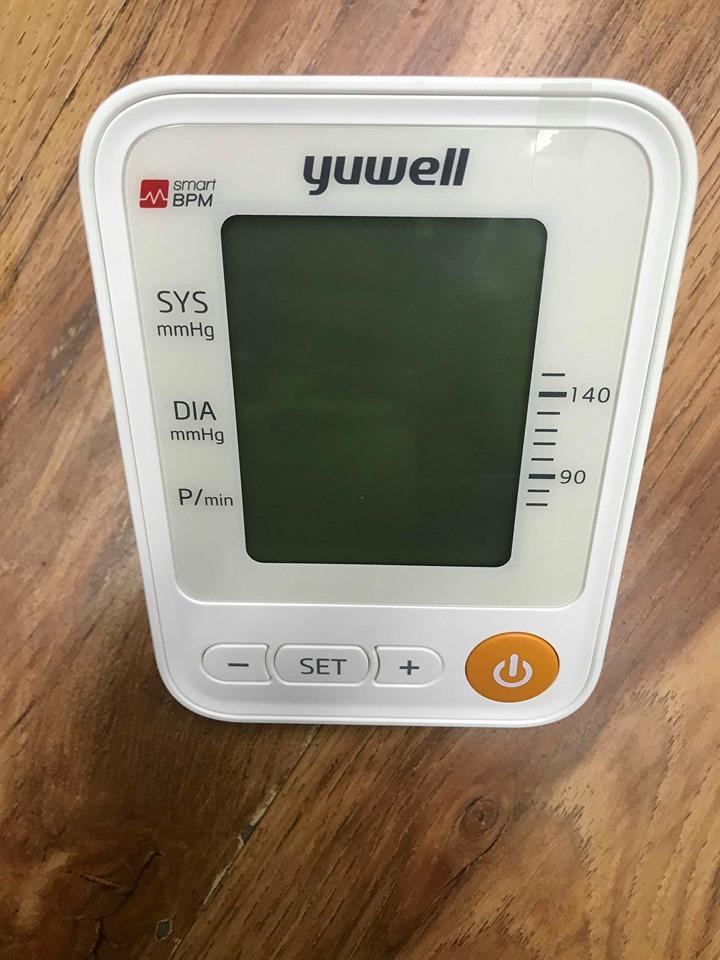 Máy đo huyết áp bắp tay Yuwell YE650D đọc kết quả bằng giọng nói