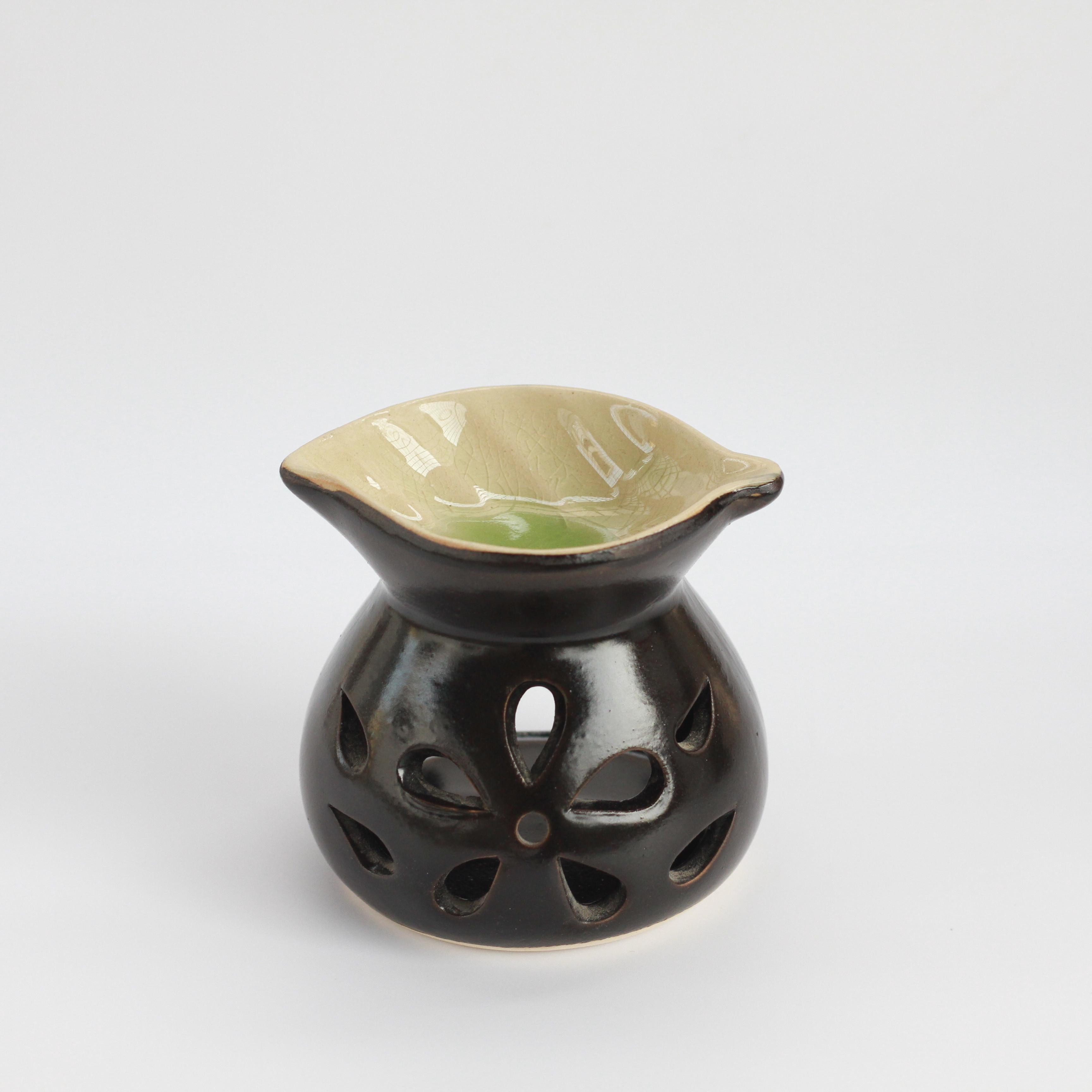 Đèn nến xông tinh MD010 Kepha. Đèn nến hình tròn, đĩa đựng tinh dầu hình chiếc lá. Gốm sứ bát tràng cao cấp