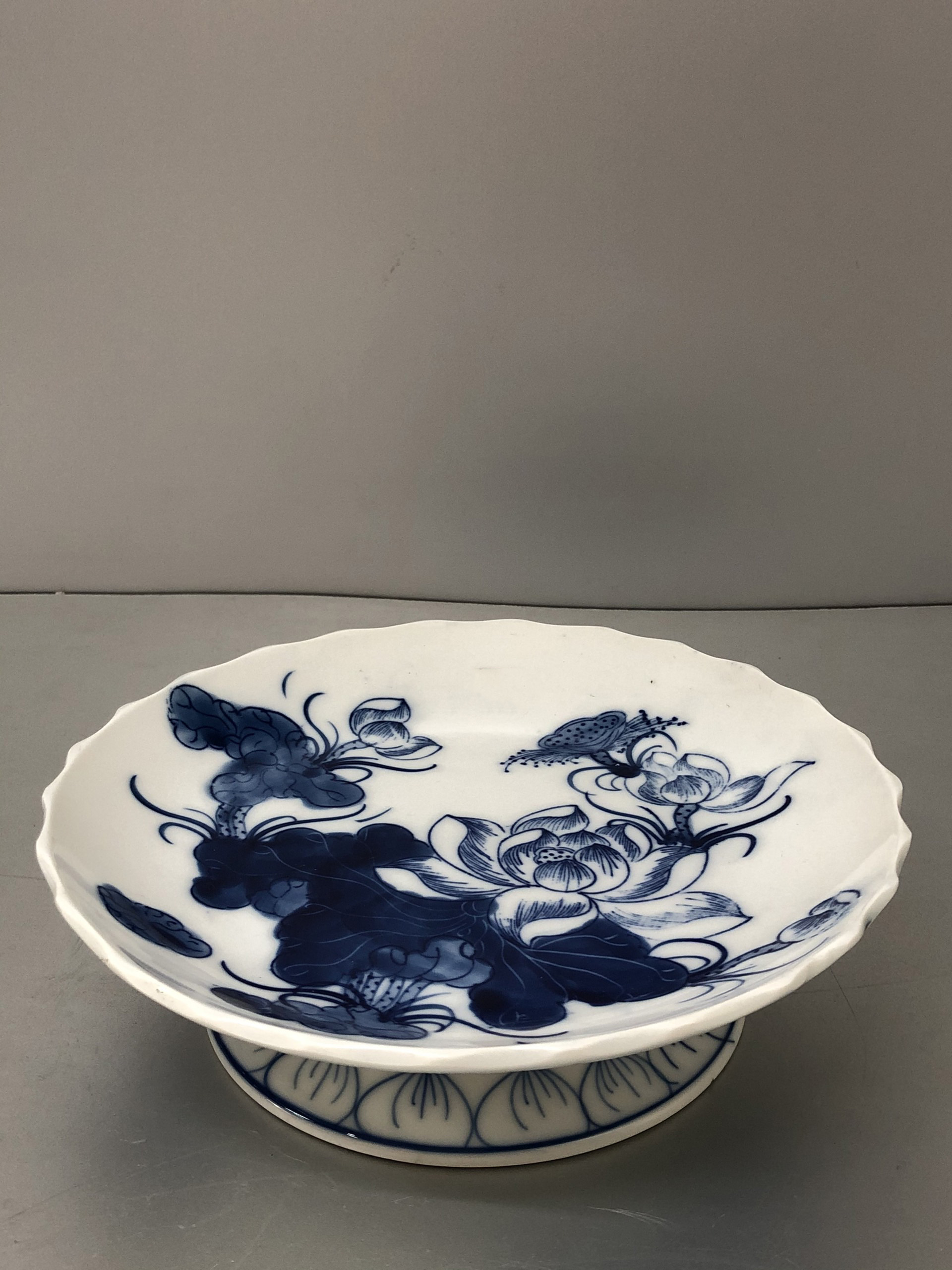 Đĩa đựng hoa quả thờ cúng bằng sứ men trắng, vẽ hoa sen nghệ thuật (nhiều kích cỡ)