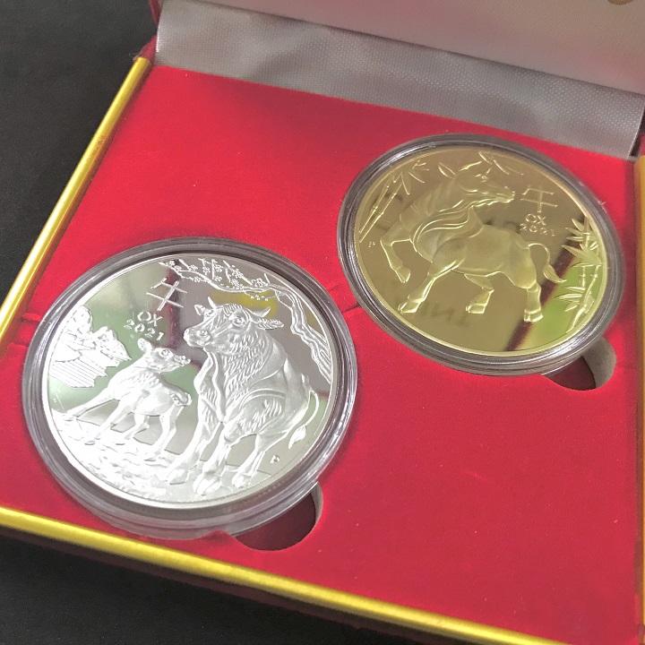 Combo 3 hộp nhung đựng xu con Trâu Úc màu vàng và bạc, vật phẩm phong thủy cầu may mắn, dùng trưng bày bàn sách, mang theo trong túi, làm quà tặng, tiền lì xì