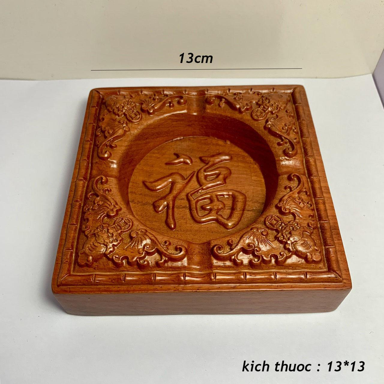 Gạt tàn thuốc gỗ hương đỏ nguyên khối mặt chạm chữ phong thủy ( 13cm*13cm*3cm )