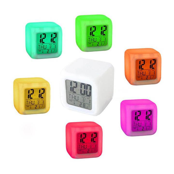Đồng hồ báo thức có đèn LED đổi màu