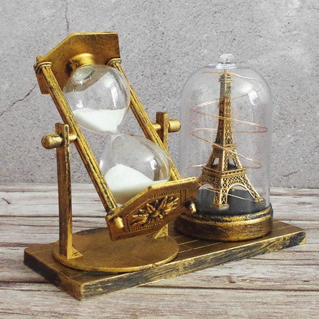 Mô hình trang trí đồng hồ cát tháp Eiffel đèn phát sáng