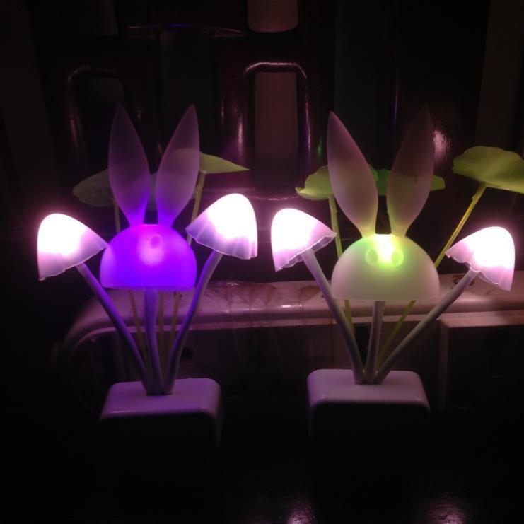 Đèn ngủ cảm ứng đổi màu hình nấm ngũ sắc