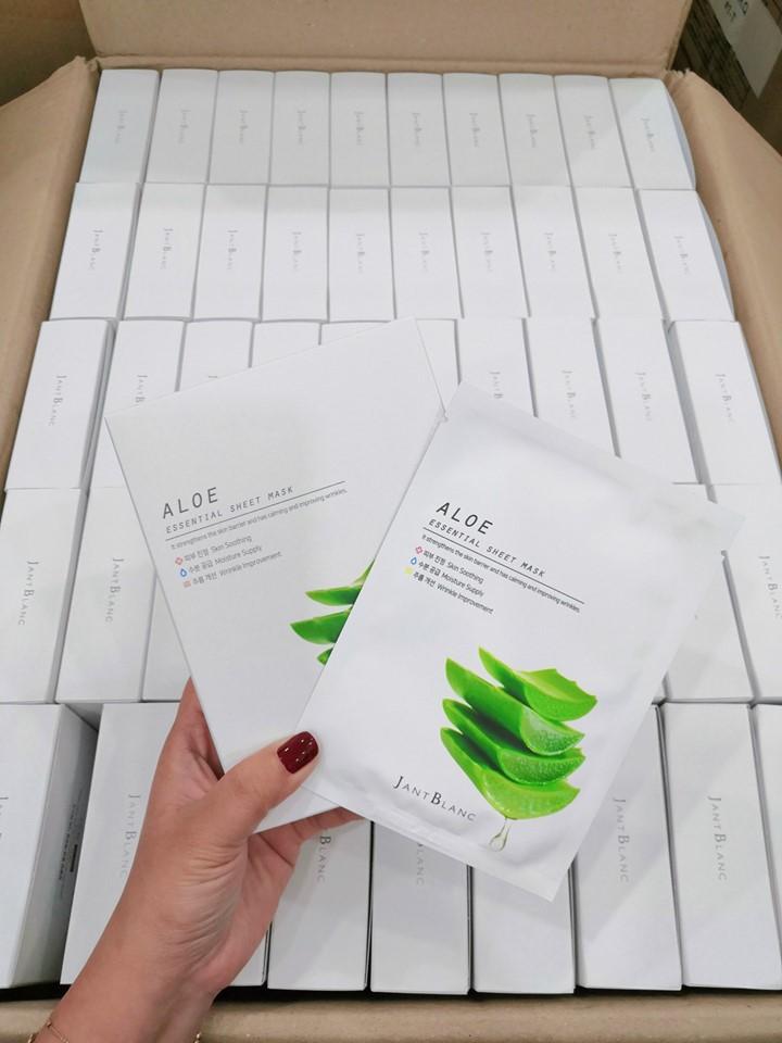 Gel Tẩy Tế Bào Chết 3W Clinic trà xanh Moisture Peeling Gel 180ml tặng 2 mặt nạ Jant Blanc