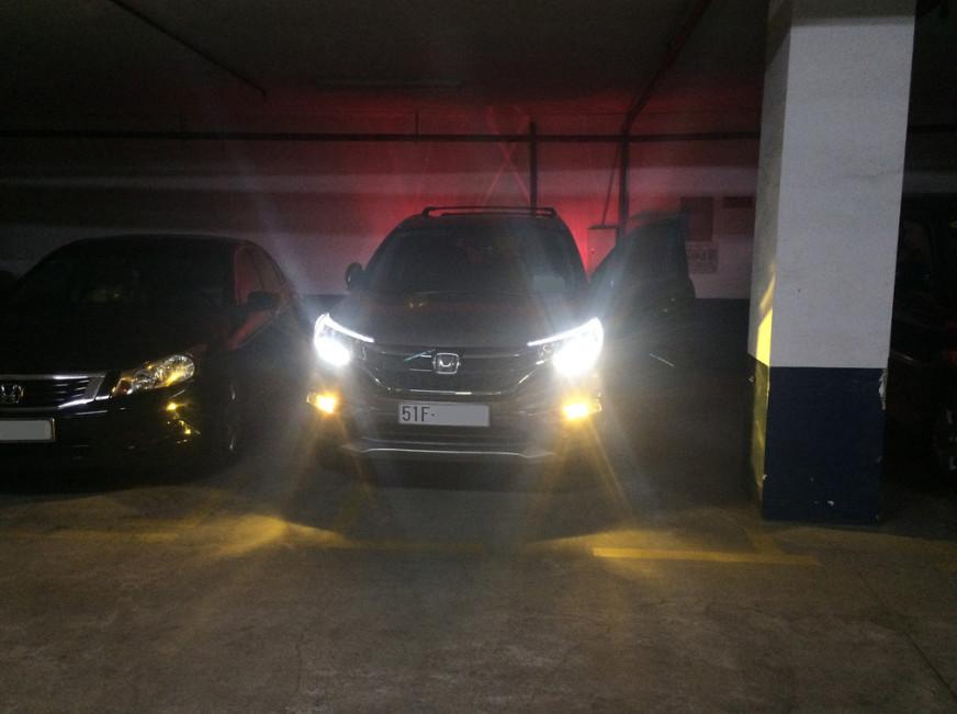 Cặp bóng đèn Led gầm ô tô xe hơi H11 công suất 10W, ánh sáng vàng 2700K nhãn hiệu Philips cao cấp luồng sáng SafeBeam độ chụm cao, không gây chói người đi ngược chiều