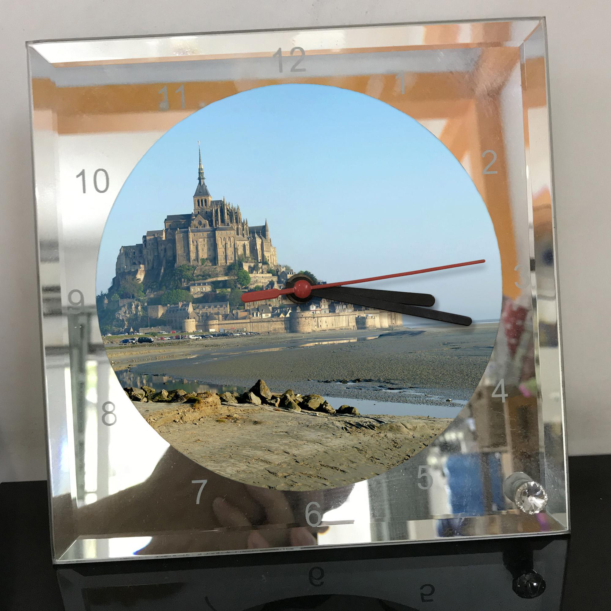 Đồng hồ thủy tinh vuông 20x20 in hình tu viện Mont Saint-Michel (9) . Đồng hồ thủy tinh để bàn trang trí đẹp chủ đề tôn giáo
