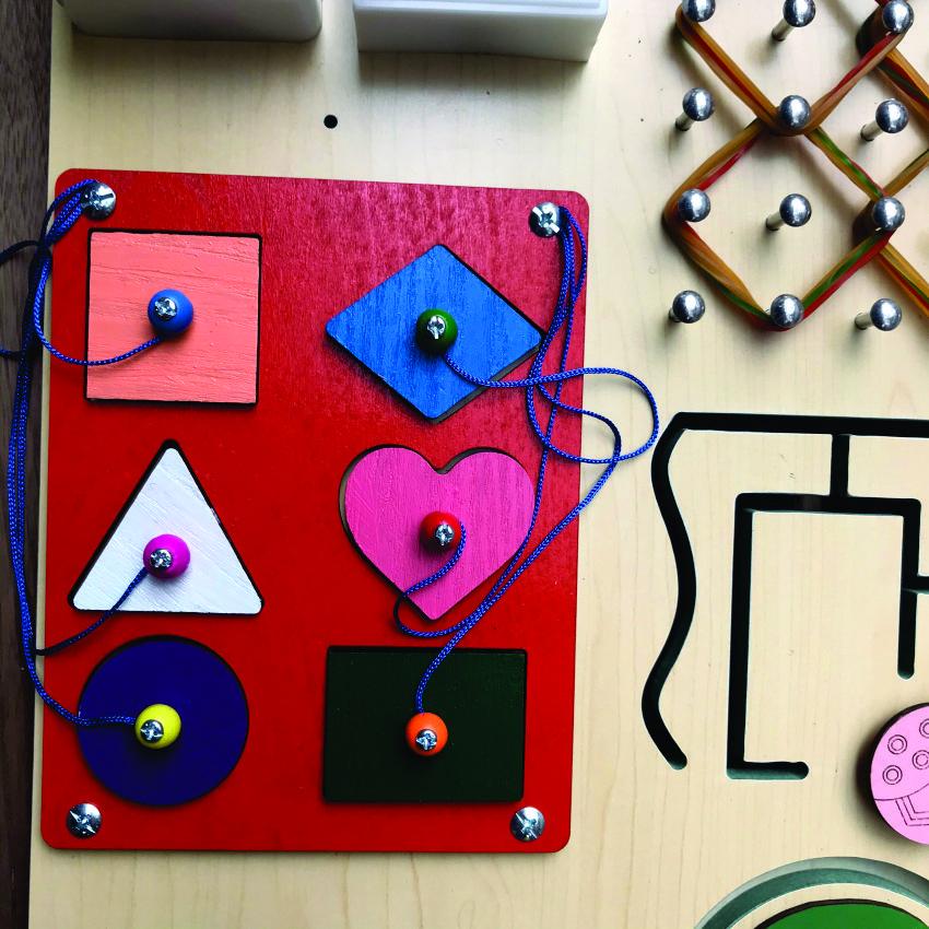 Bảng đồ chơi Busy board, Bảng bận rộn kết hợp bảng xếp hình khối nhiều màu sắc bằng gỗ
