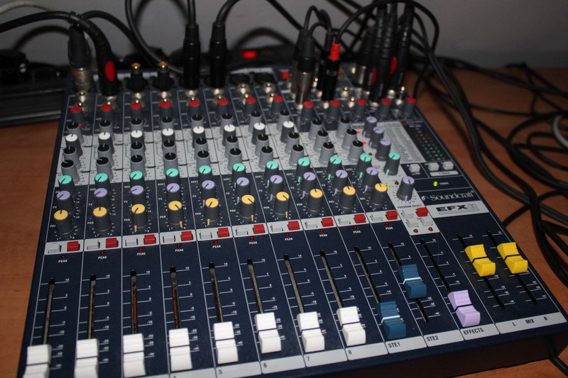 Bộ Trộn Âm Thanh Soundcraft EFX8 nhập khẩu