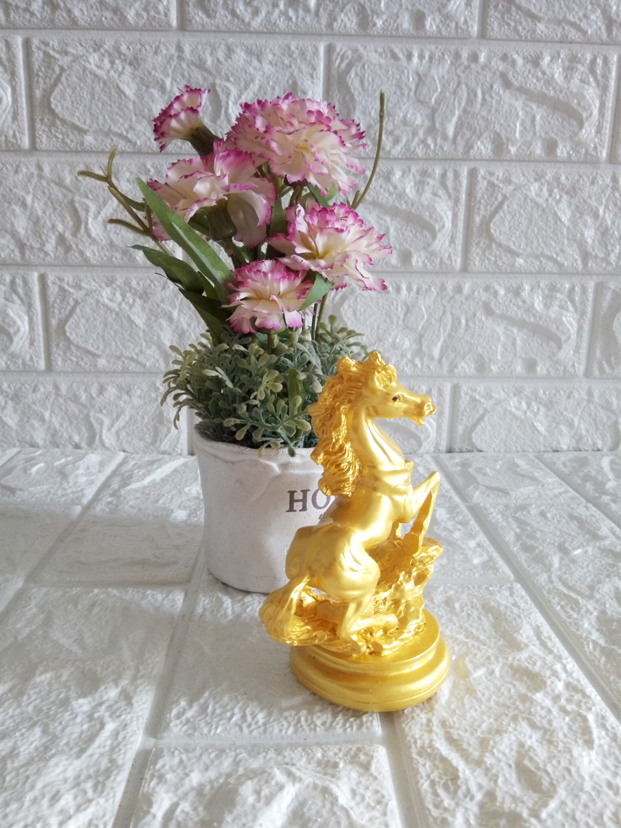 Tượng ngựa vàng bằng đá NVH12