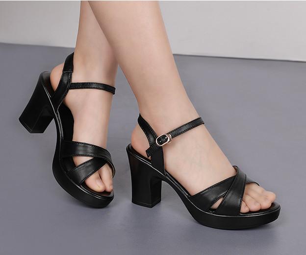 Giày sandan gót vuông quai chéo Gpshop 2021
