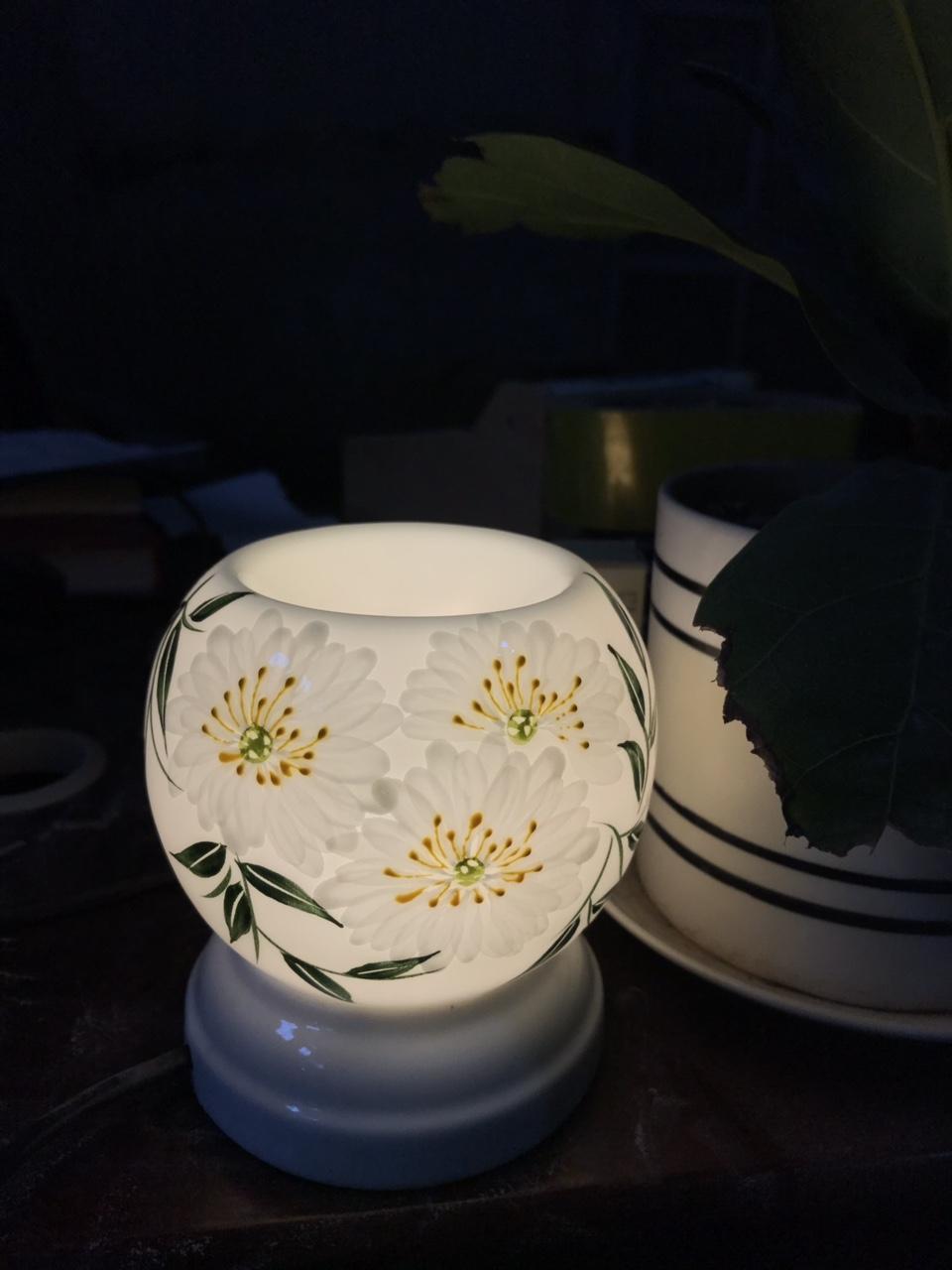 Đèn xông tinh dầu Cúc trắng MNB48 Song An tặng 1 chai tinh dầu sả chanh Viện nông nghiệp và 1 bóng đèn