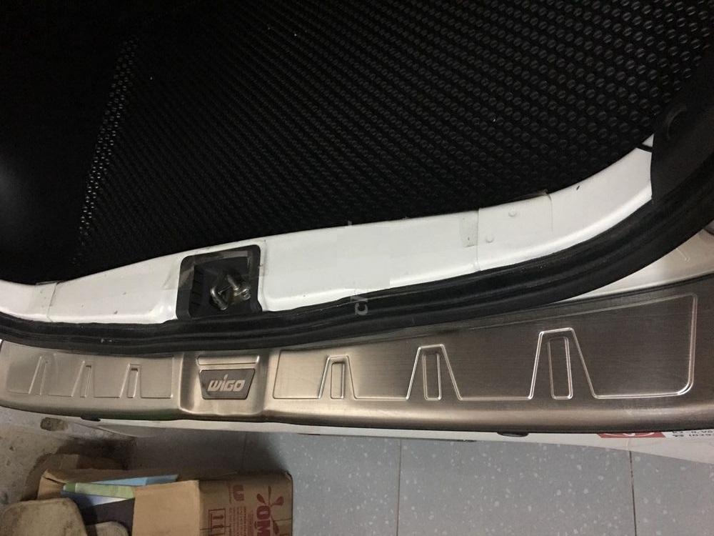 Bộ ốp chống trầy Cốp INOX dành cho xe Toyota Wigo - Bên ngoài