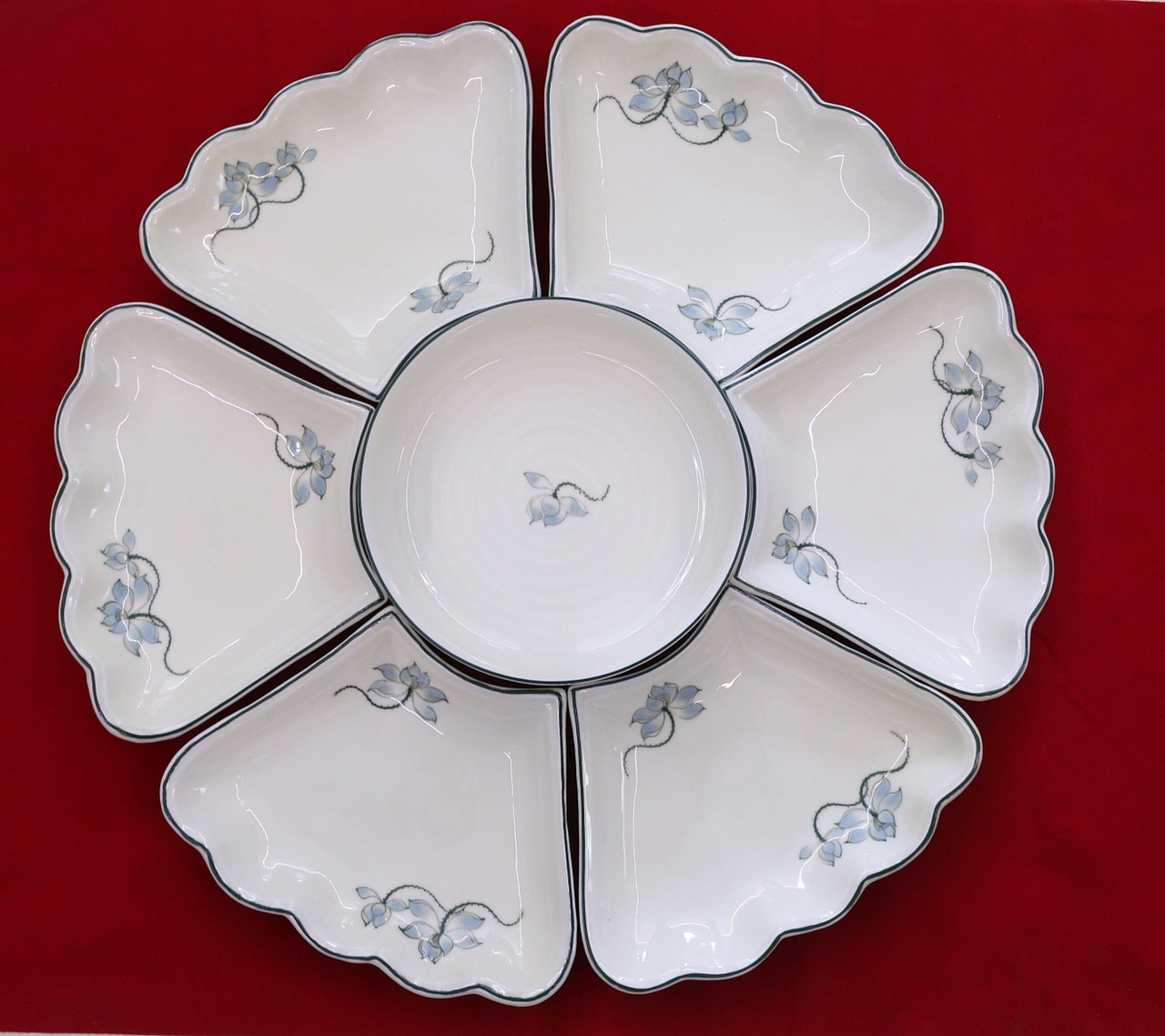 Bộ đĩa mặt trời hoa sen gốm sứ Bát Tràng