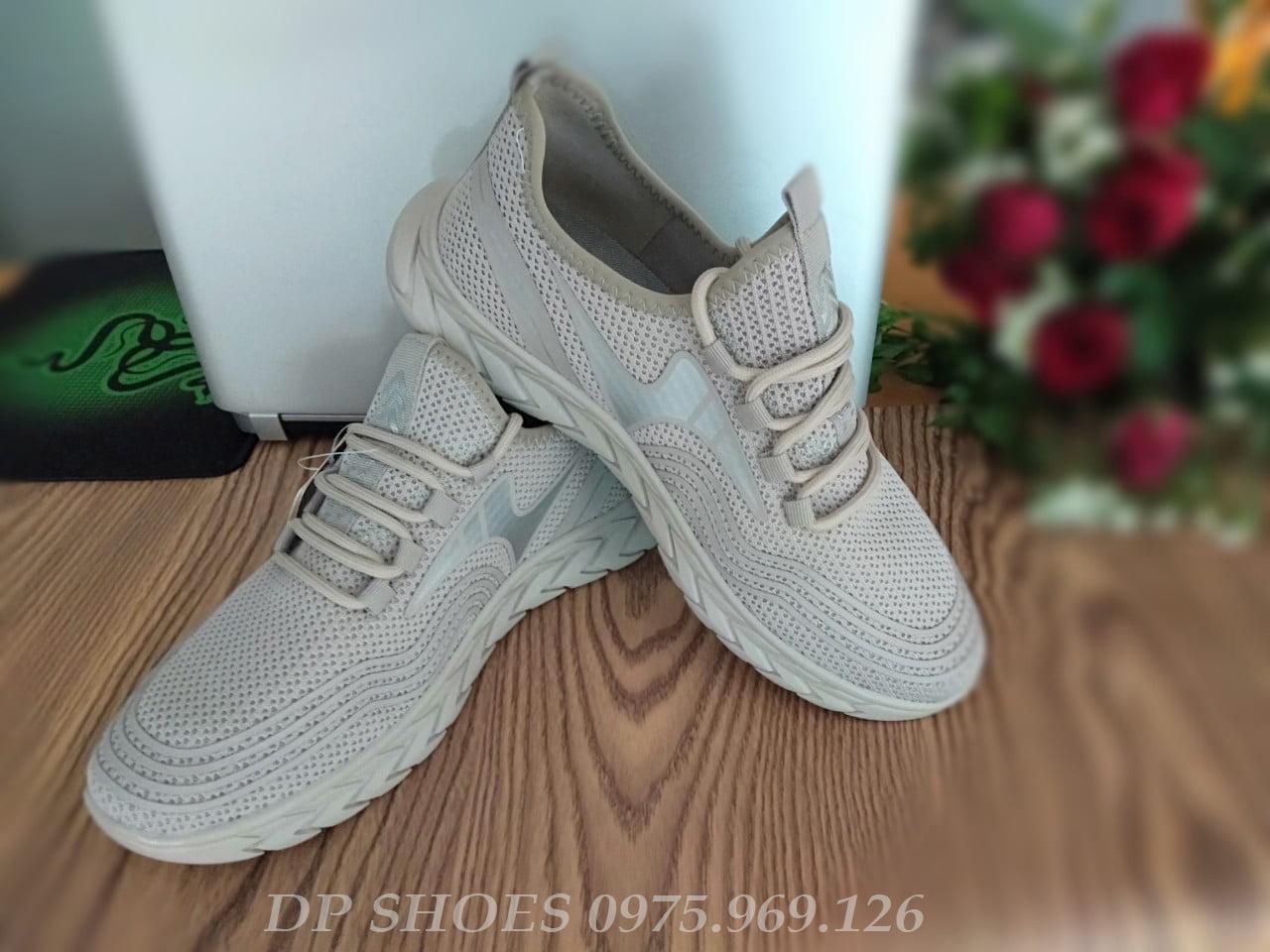 xả giày thể thao nam màu xám có vạch phản quang