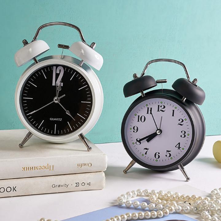Đồng hồ báo thức mini để bàn xinh xắn
