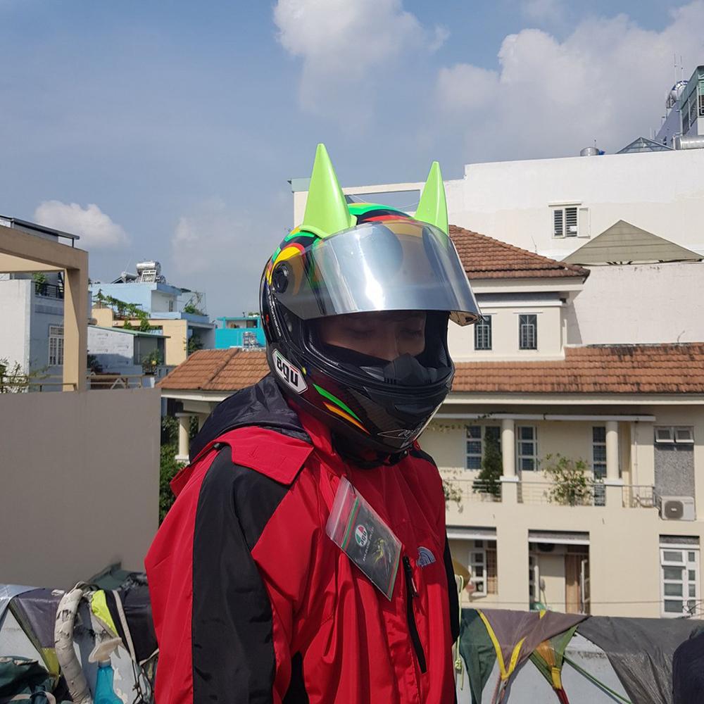 Mũ Bảo Hiểm Fullface AGU Tem Rùa Kèm Sừng batman + Đuôi gió lướt gió siêu chất dành cho phượt thủ