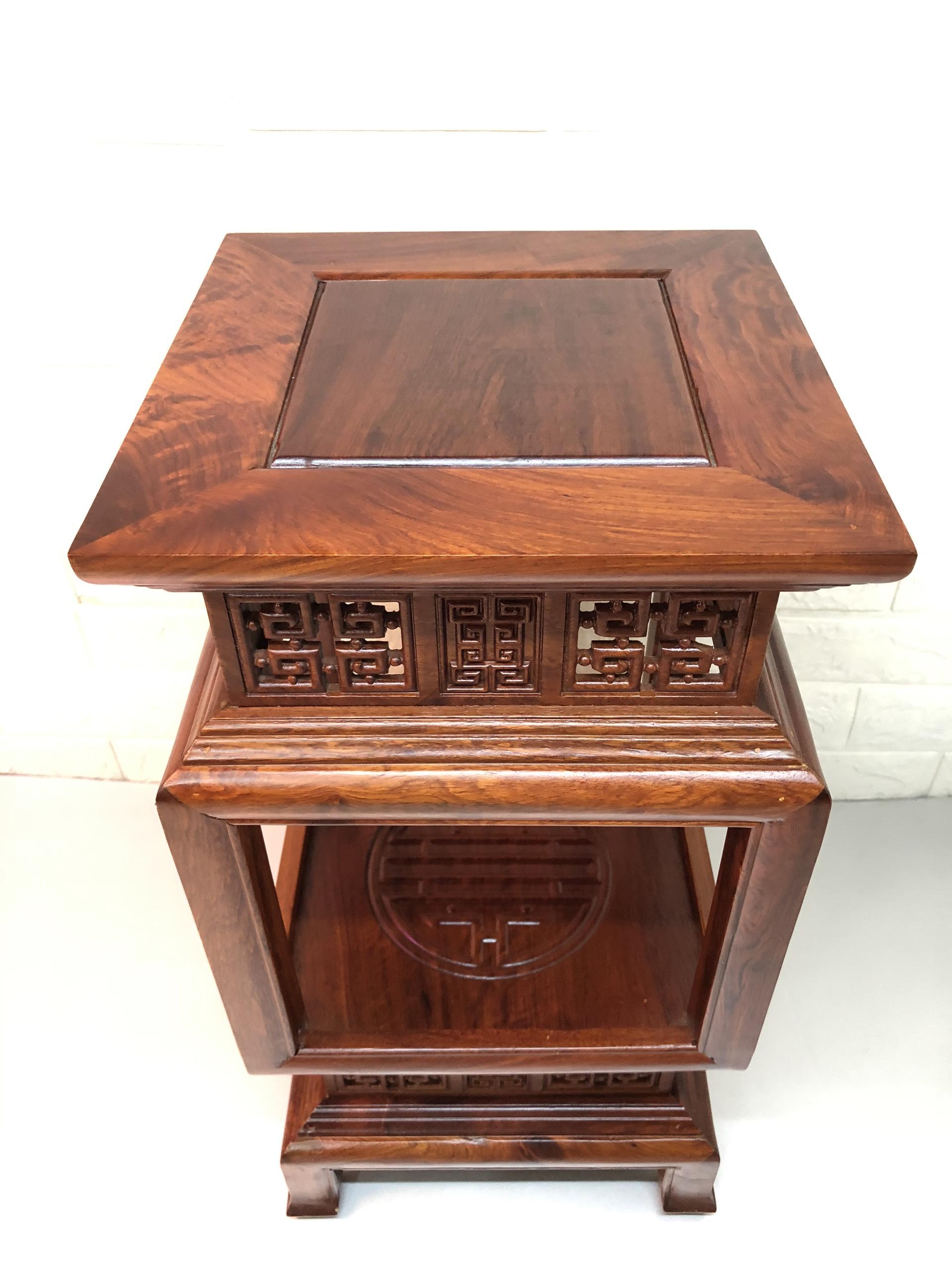 Đôn gỗ hương kê tượng kê đồ phong thủy, mẫu đôn đèn mặt 30x30 cao 60cm (  sản phẩm đi combo lư đốt trầm vad trầm tháp,và  1chai nước thơm lau đồ gỗ) TP1054