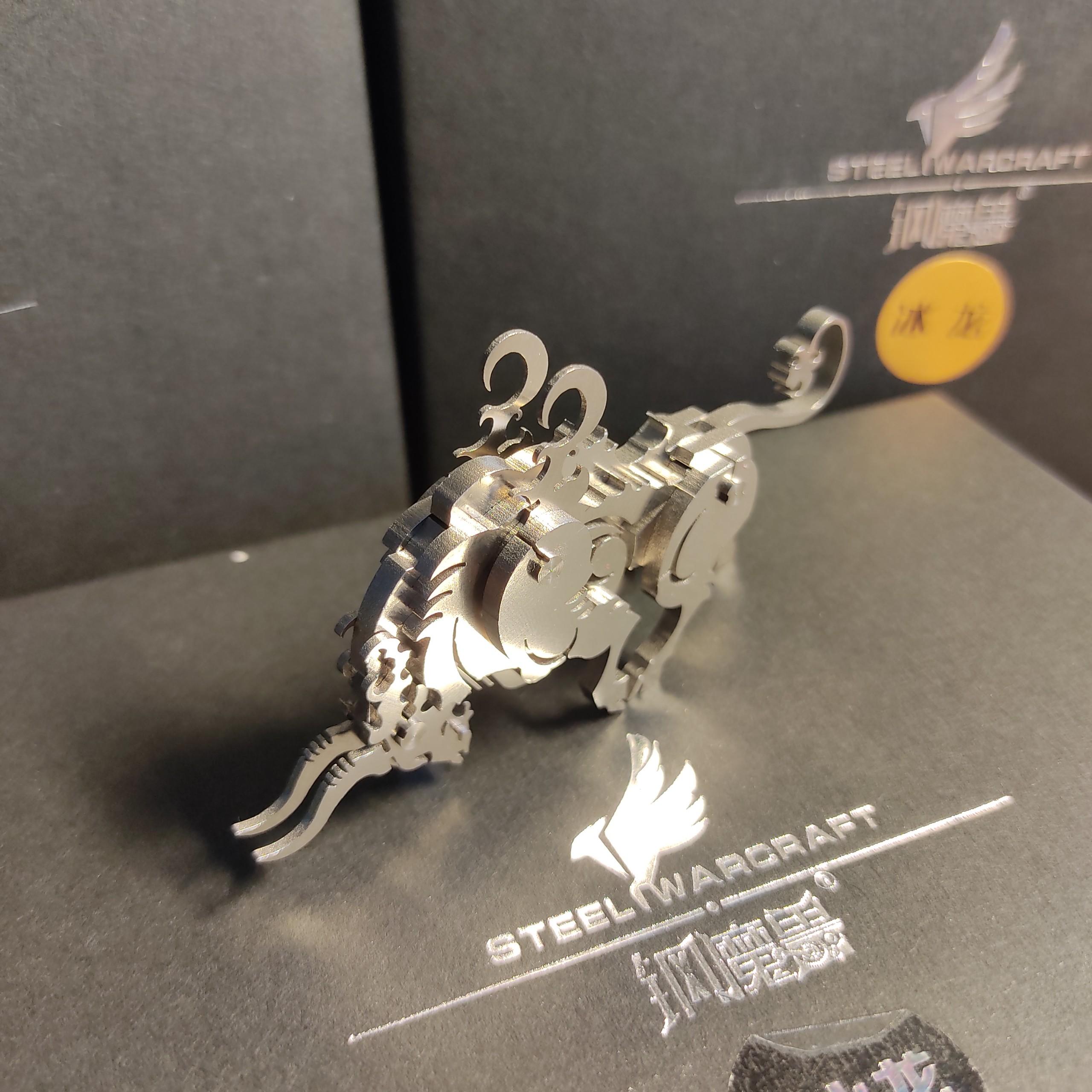 Mô hình trang trí hình bò thần lắp ghép cao cấp, chất liệu kim loại, lắp đặt dễ dàng.