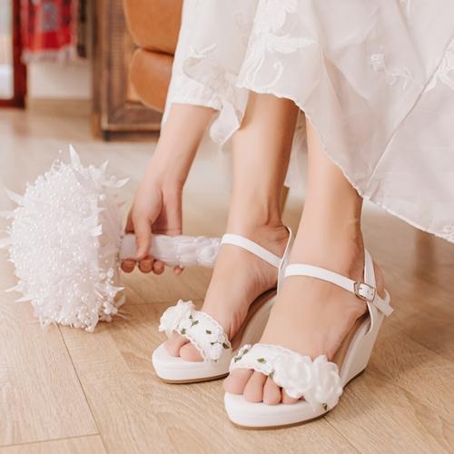 Giày cưới Nghé Art đế xuồng hoa trắng 285