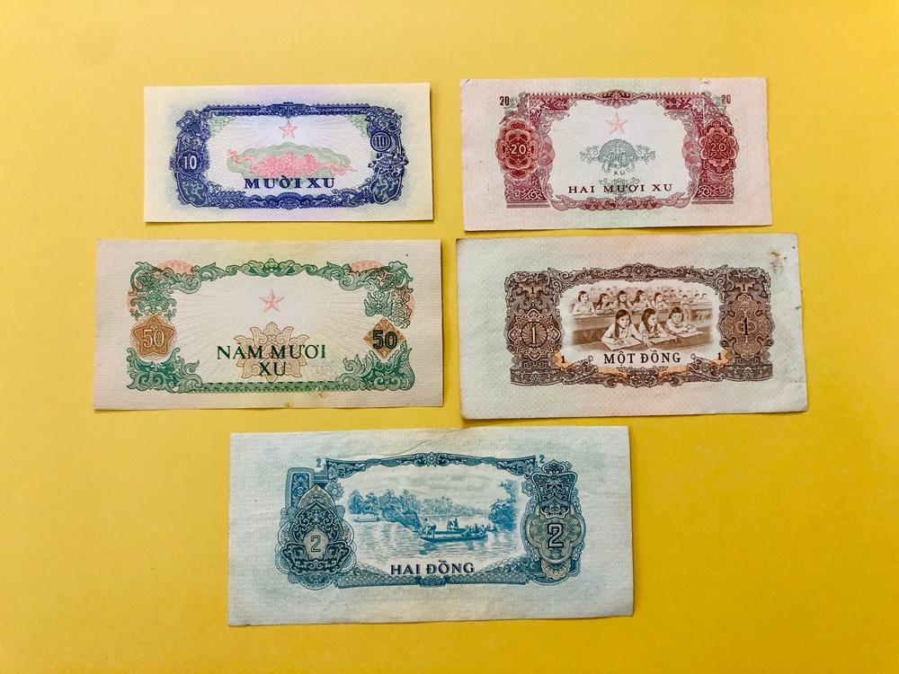 Set 5 tờ tiền cổ Việt Nam 10 20 50 xu 1 2 đồng thời mới giải phóng , chất lượng tuyệt đẹp kèm 1 bao lì xì The Merrick Mint