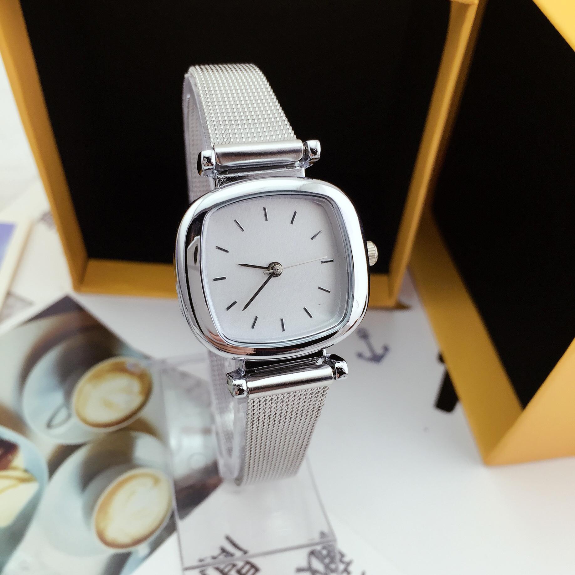Đồng hồ nữ dây kim loại mặt vuông