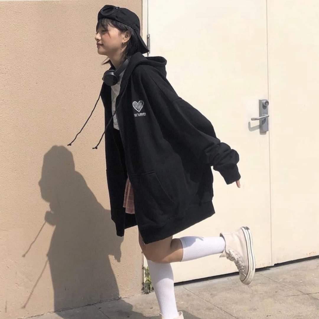 Hình ảnh Áo Khoác Hoodie Nữ Thêu Tim  Ngực Form Rộng Chất Liệu Thun Nỉ