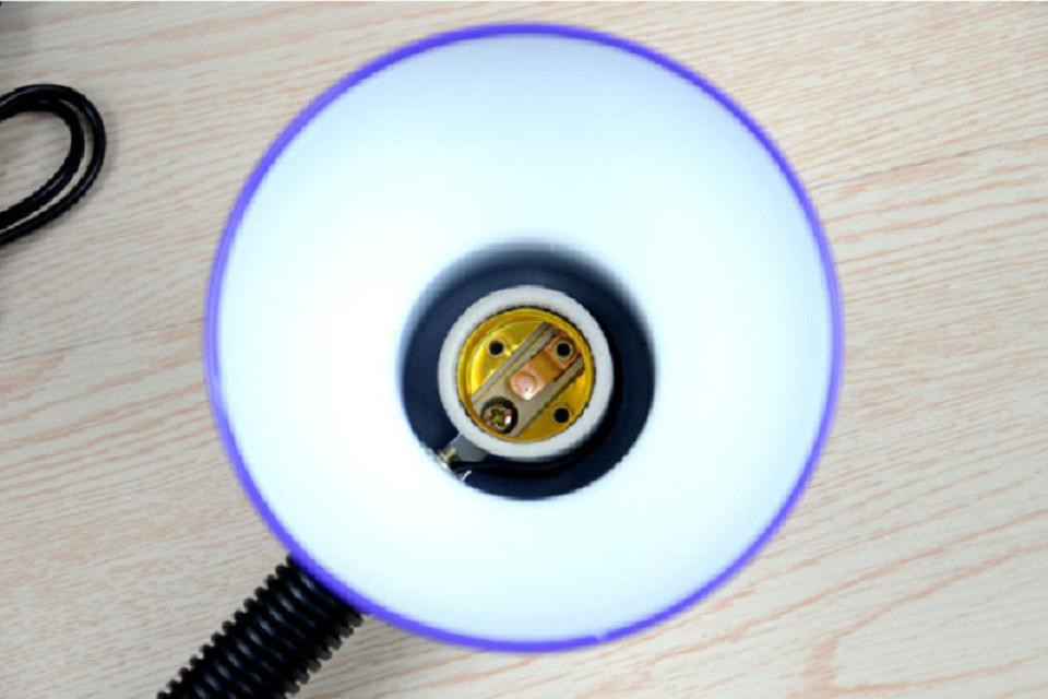 Đèn chụp (kèm bóng đèn siêu sáng ) giao màu ngẫu nhiên