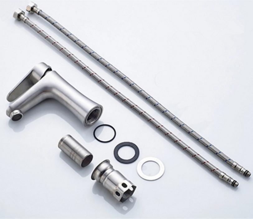 Vòi nước  inox 304 thân eo - tặng kèm dây cấp nước nóng lạnh.