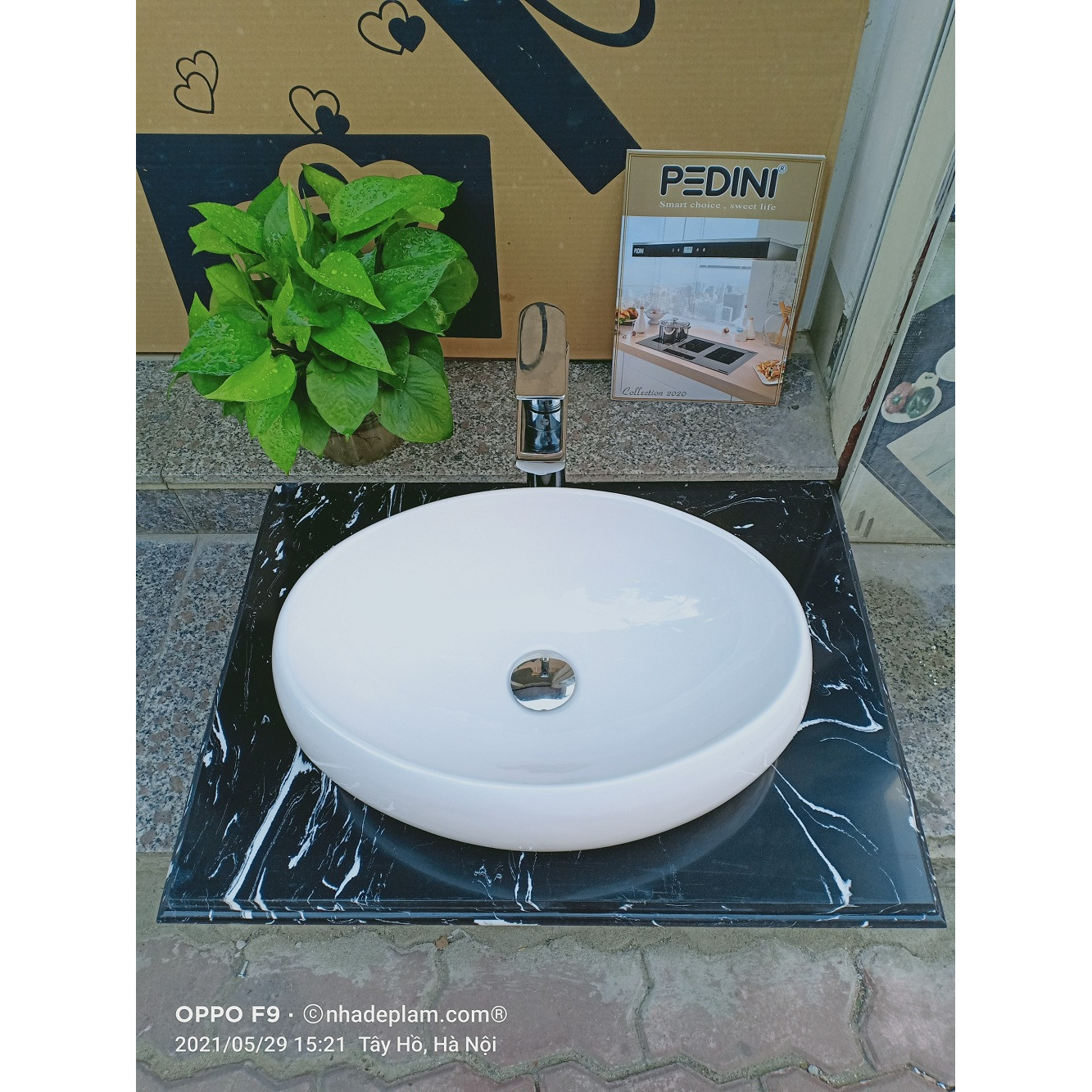 COMBO 01:  bàn đá lavabo + chậu lavabo thuyền trắng + vòi đồng 30 phân + xi phông + giá đỡ
