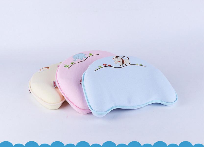 Gối cao su non đa năng tiện dụng với 04 chức năng: chống bẹp đầu, méo đầu, còm lưng và vẹo cổ cho trẻ sơ sinh- Màu Hồng