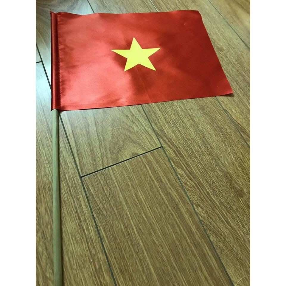 Lá cờ đỏ sao vàng cầm tay có cán vải cỡ nhỏ