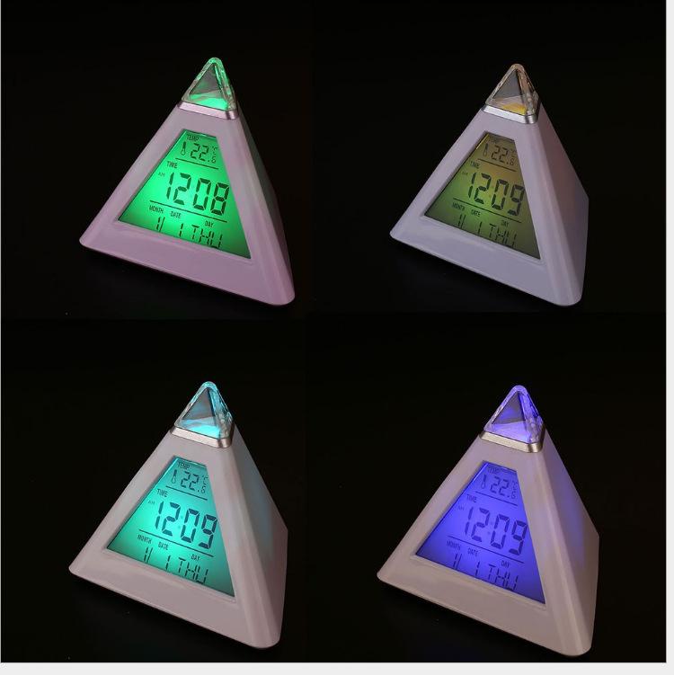 Đồng hồ để bàn đổi màu hình Kim Tự Tháp - Thay đổi thành nhiều màu khác nhau  ( Tặng móc khóa tô vít 3in1 )